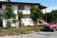 ΓΑΣΤΟΥΝΗ Διώροφη οικία 150τμ εντός 6 στρ με οπωροφόρα δέντρα