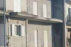 ΓΑΣΤΟΥΝΗ Ημιτελή διώροφη κατοικία – μεζονέτα επιφανείας 110,00 τμ ανά όροφο, με οικόπεδο   219,20 τμ
